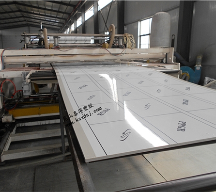 PP板材设备展示